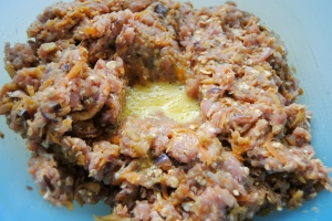 raw turkey mince + egg in bowl