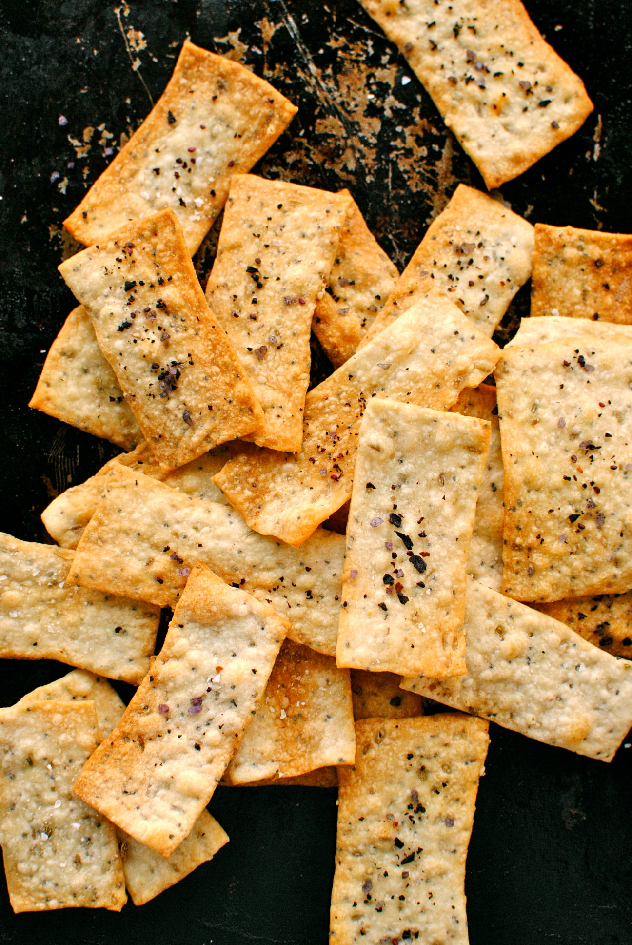 Crispy Fennel Seed Flatbread Crackers | food to glow