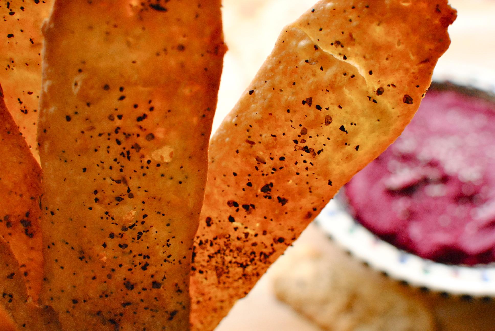 Crispy Fennel Seed Flatbread Crackers | food to glow