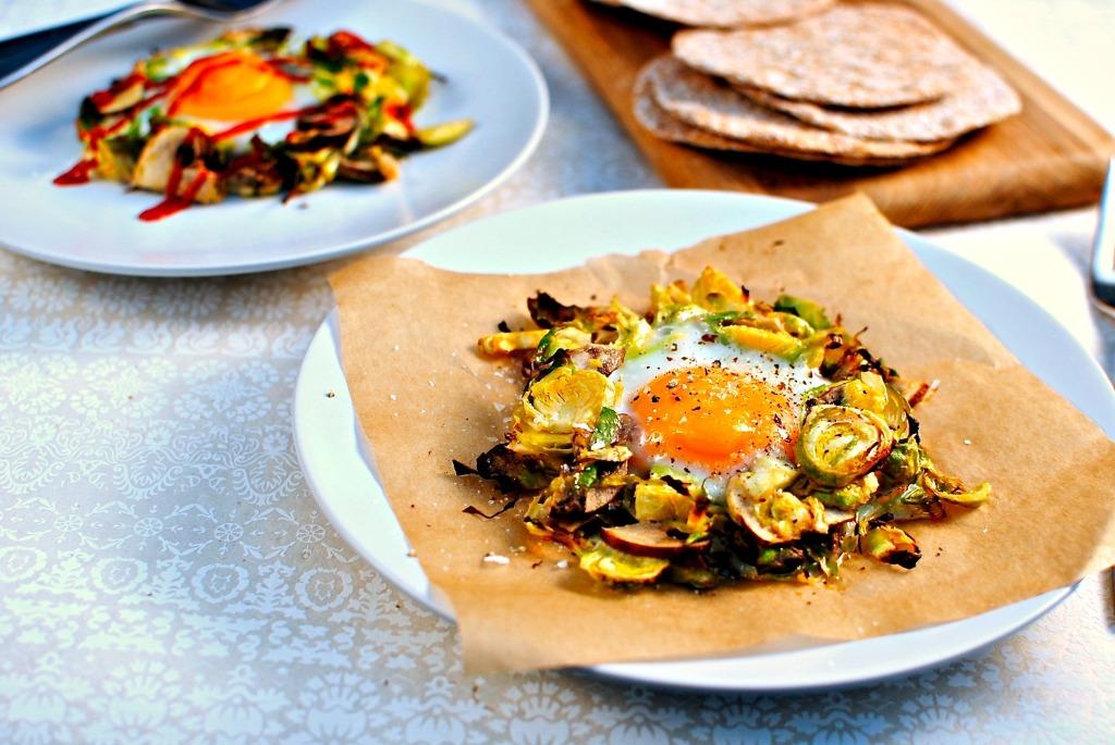 Baked egg in a vegetable nest