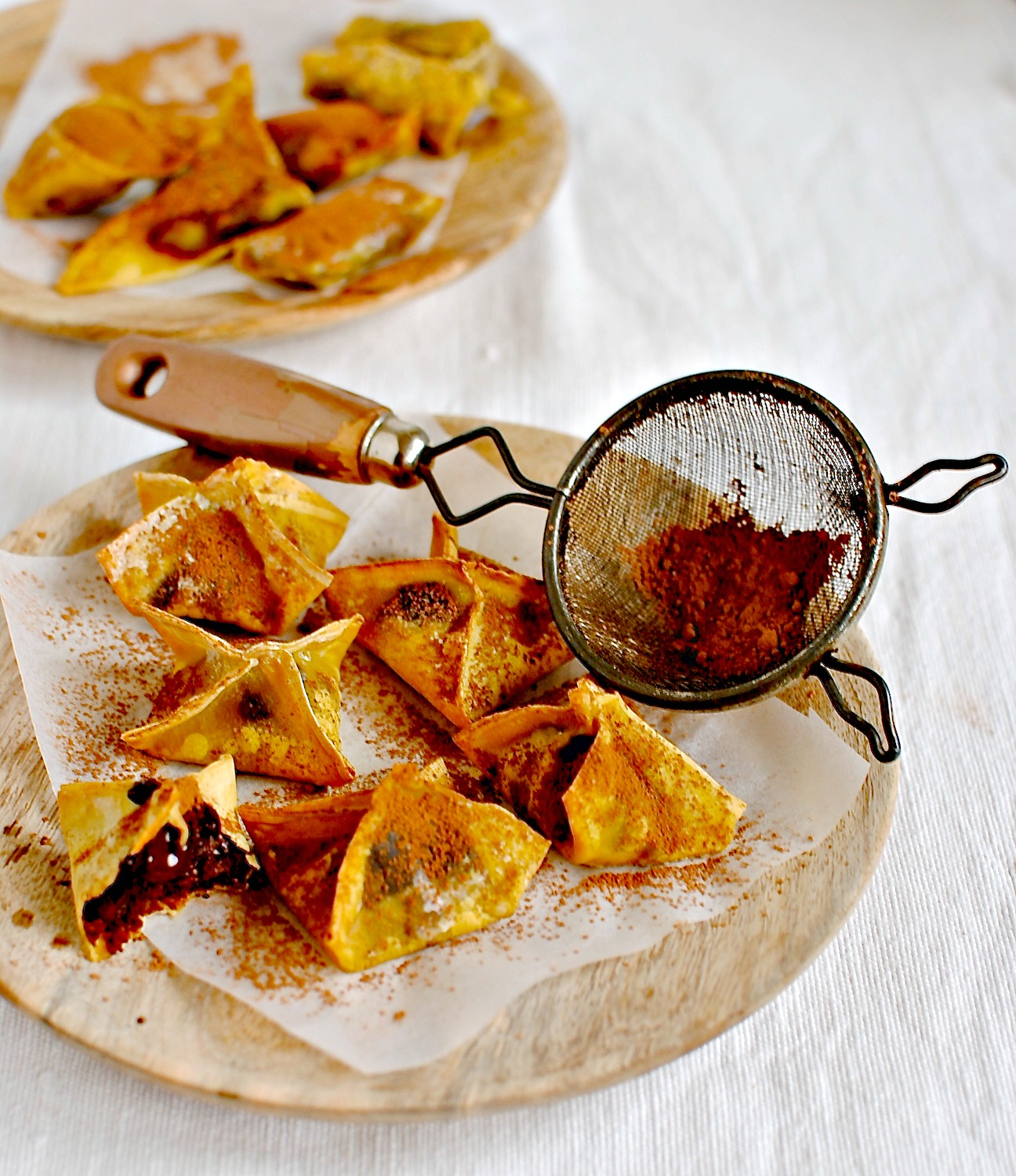 Baked Chocolate Wontons Most recipes of this ilk call for frying. This ...