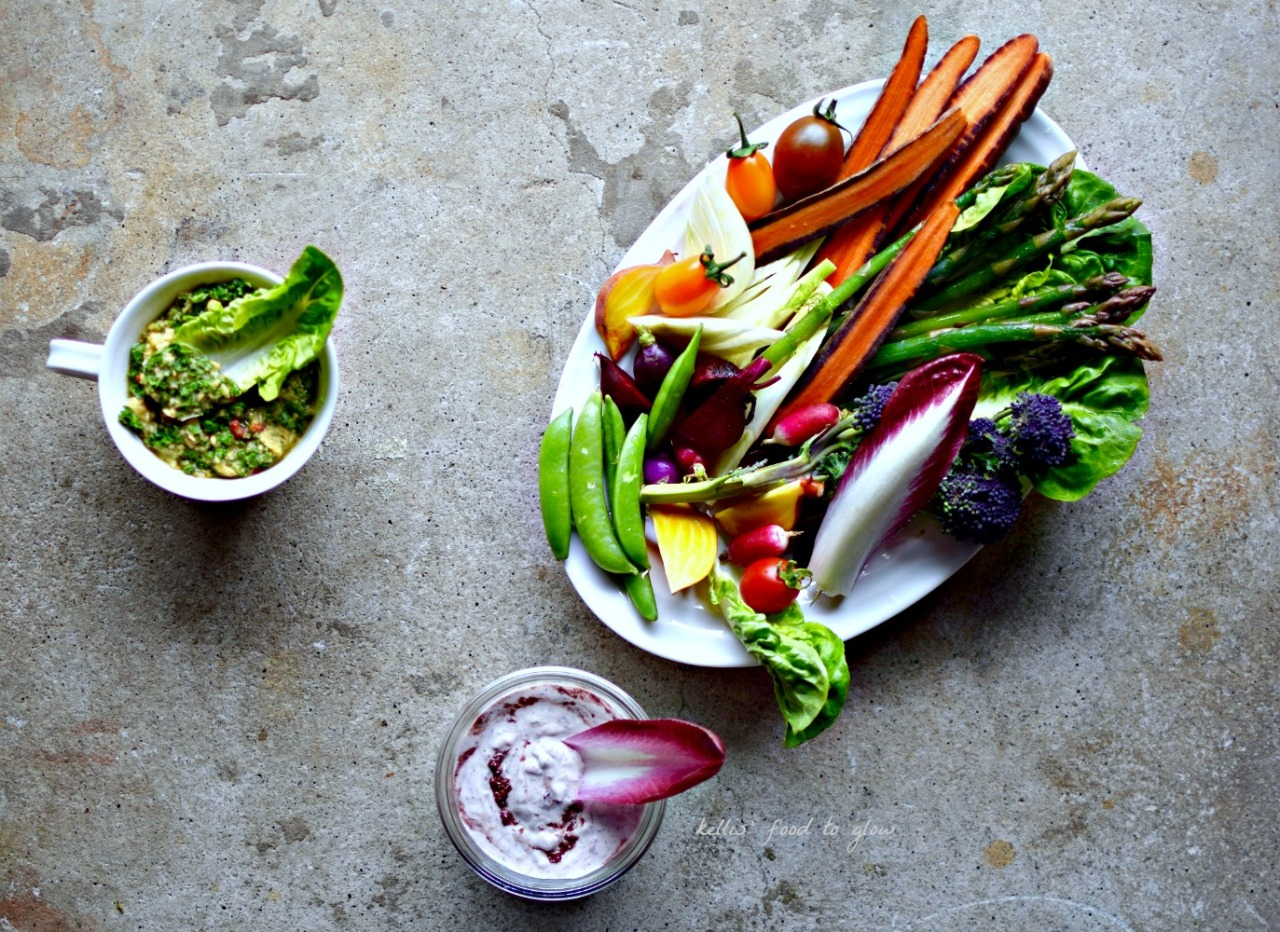 Two vegan dips and fresh crunchy vegetables to welcome spring.