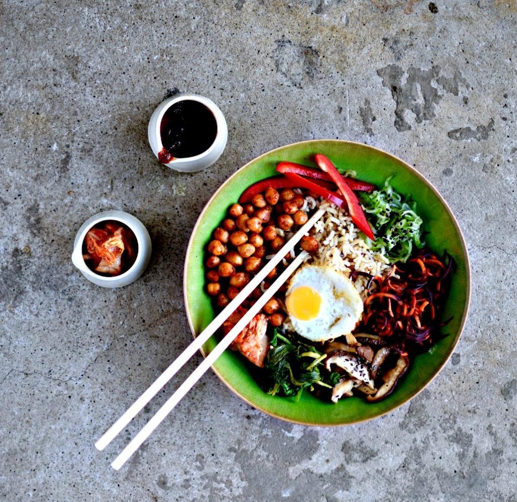 veggie-korean-bibimbap-gochujang-chickpeas