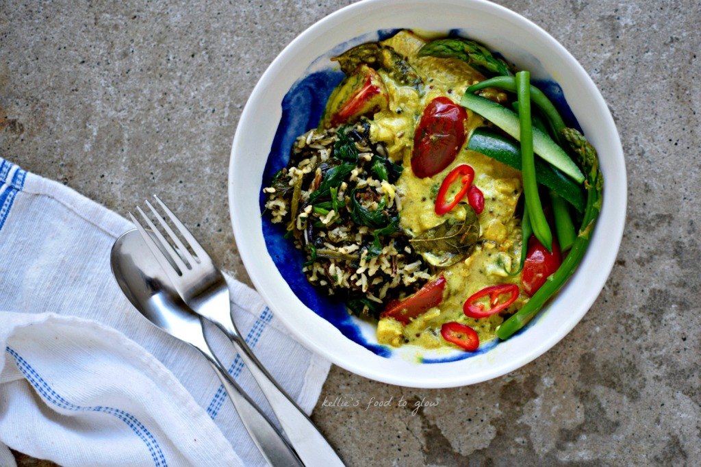 Sri lankan style fish curry with green rice tips on using frozen have an aromatic but not hot and very easily put together sri lankan fish forumfinder Images