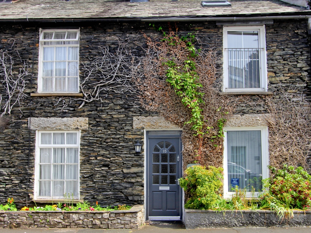 Traveling in The Lake District, England > Traditional slate cottage, great central Windermere location for exploring the nearby green mountains and shimmering lakes.