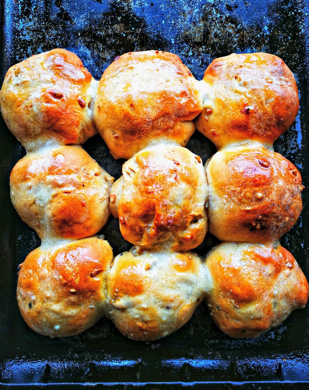 savory hot cross buns by kelliesfoodtoglow.com