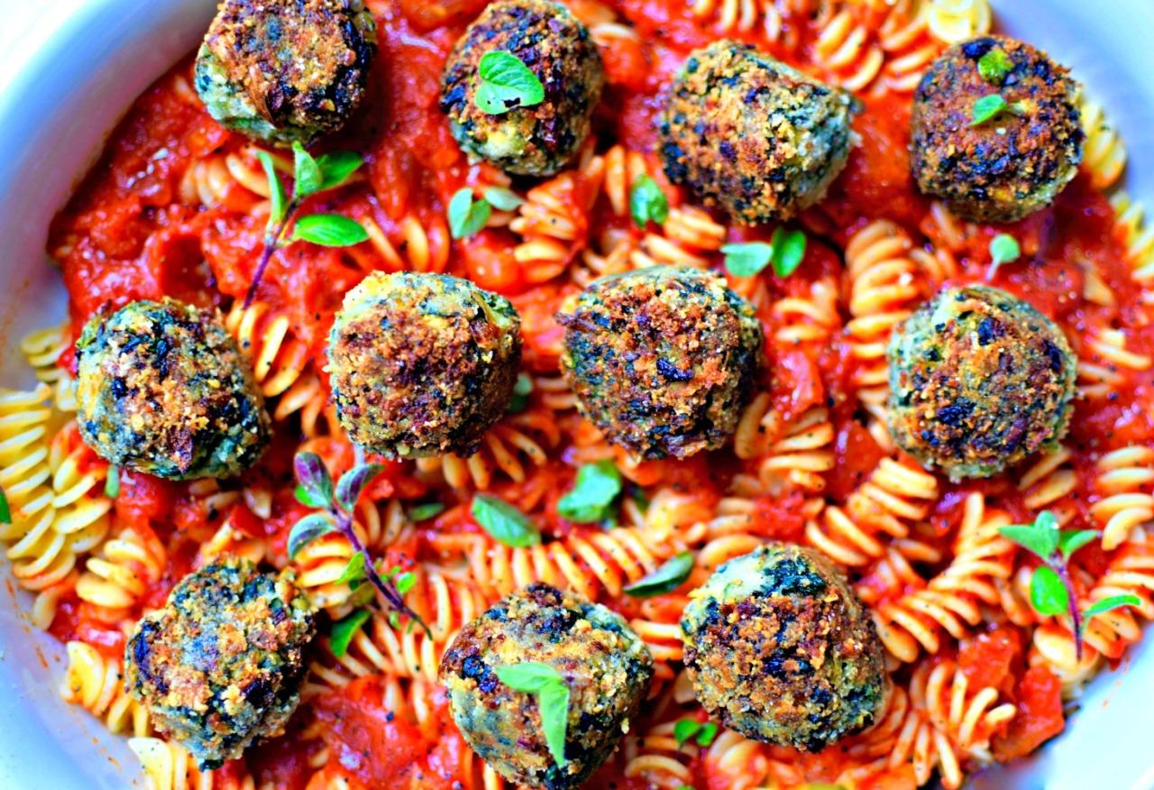 """spinach and artichoke """"meatballs"""" with homemade marinara sauce #vegetarian #pasta #meatballs #hiddenveg"""